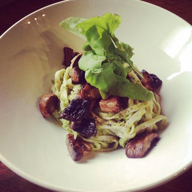 Broccoli and Mushroom Chow Mein